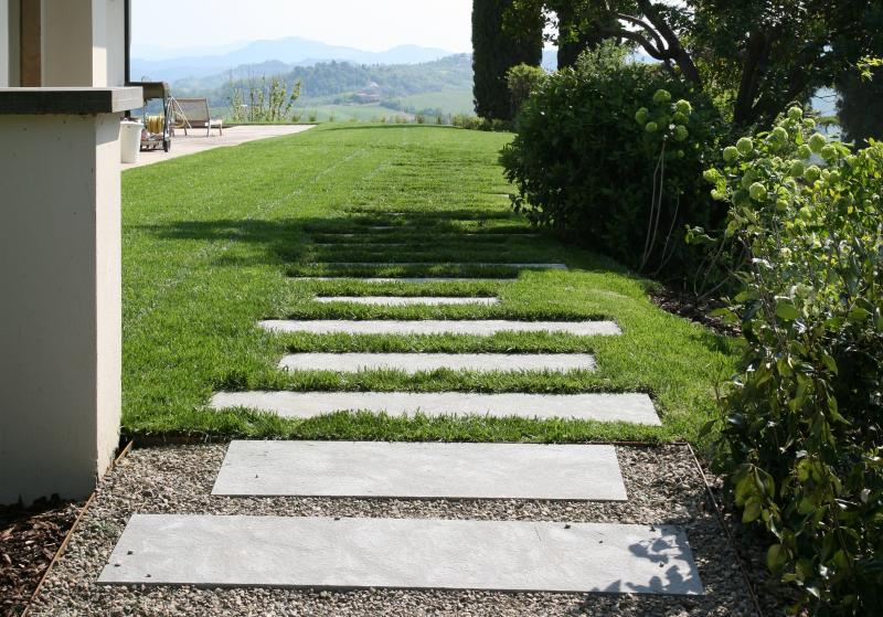 paving gravel - stone path - grass lawn